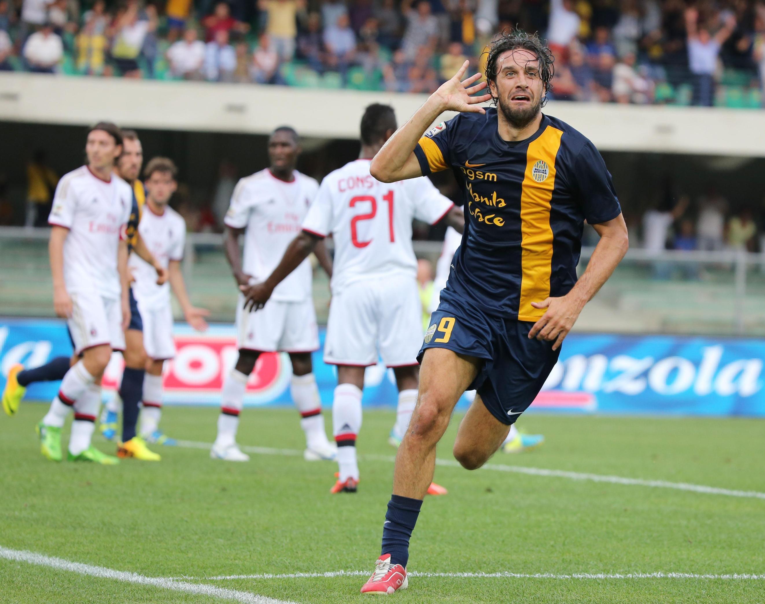 Toni sfida Totti per i tre punti al Bentegodi. Chi la spunterà tra i grandi vecchietti del gol della Serie A?
