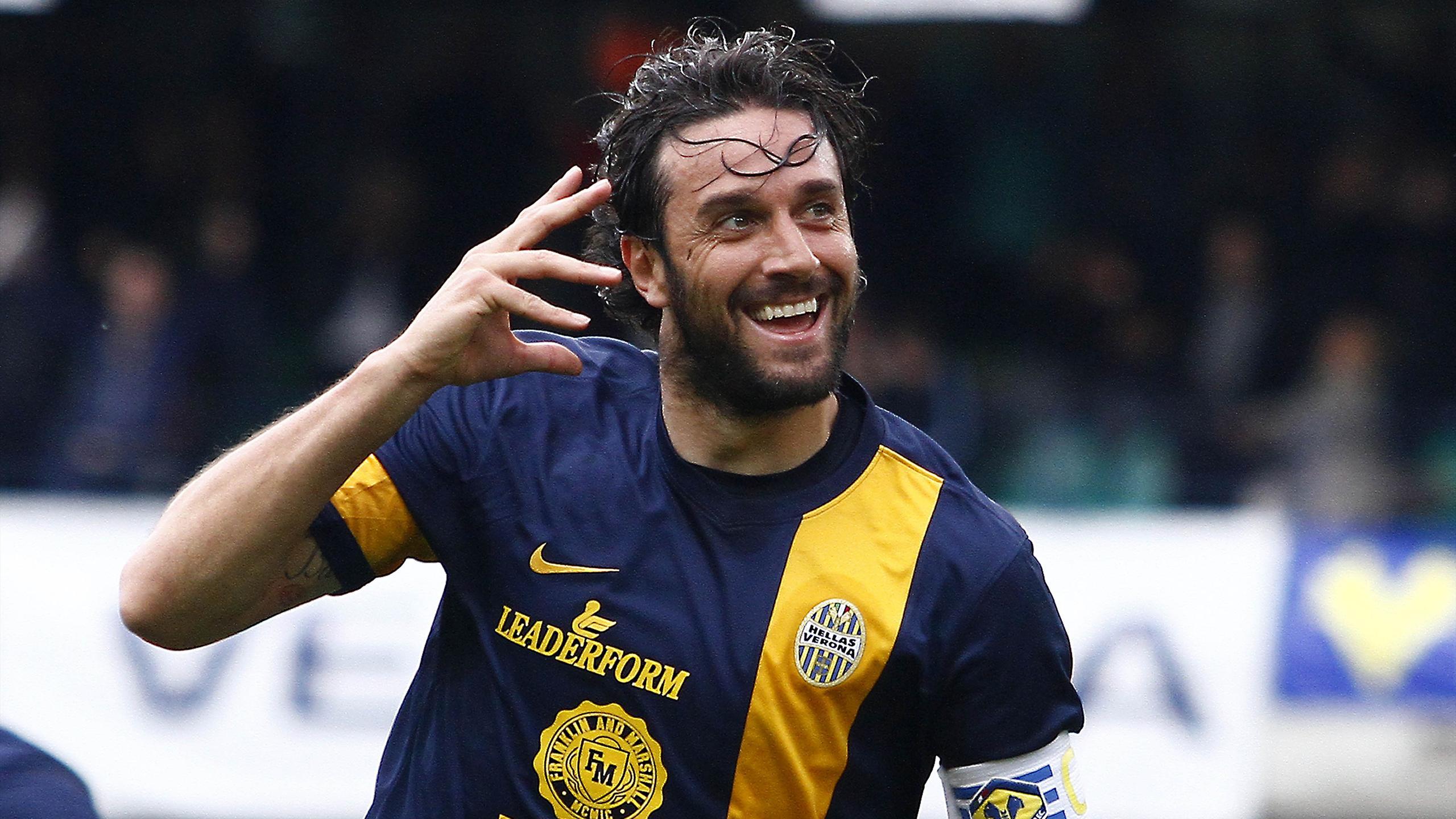 Super Toni, doppietta, annienta il Napoli e regala una quasi certa salvezza al Verona