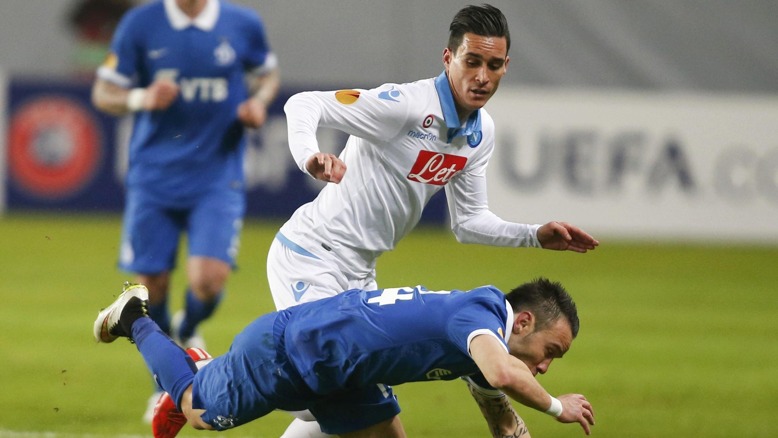 Callejon in un momento di gioco con Valbuena in Dinamo Mosca Napoli