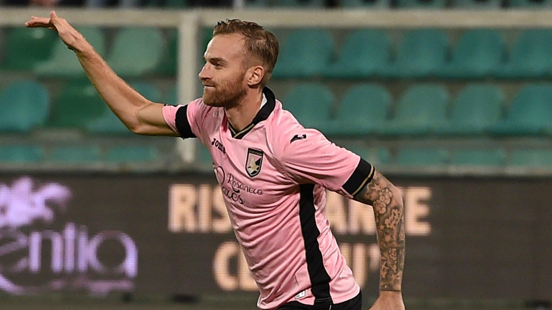 Rigoni saluta il Palermo: è un giocatore del Genoa