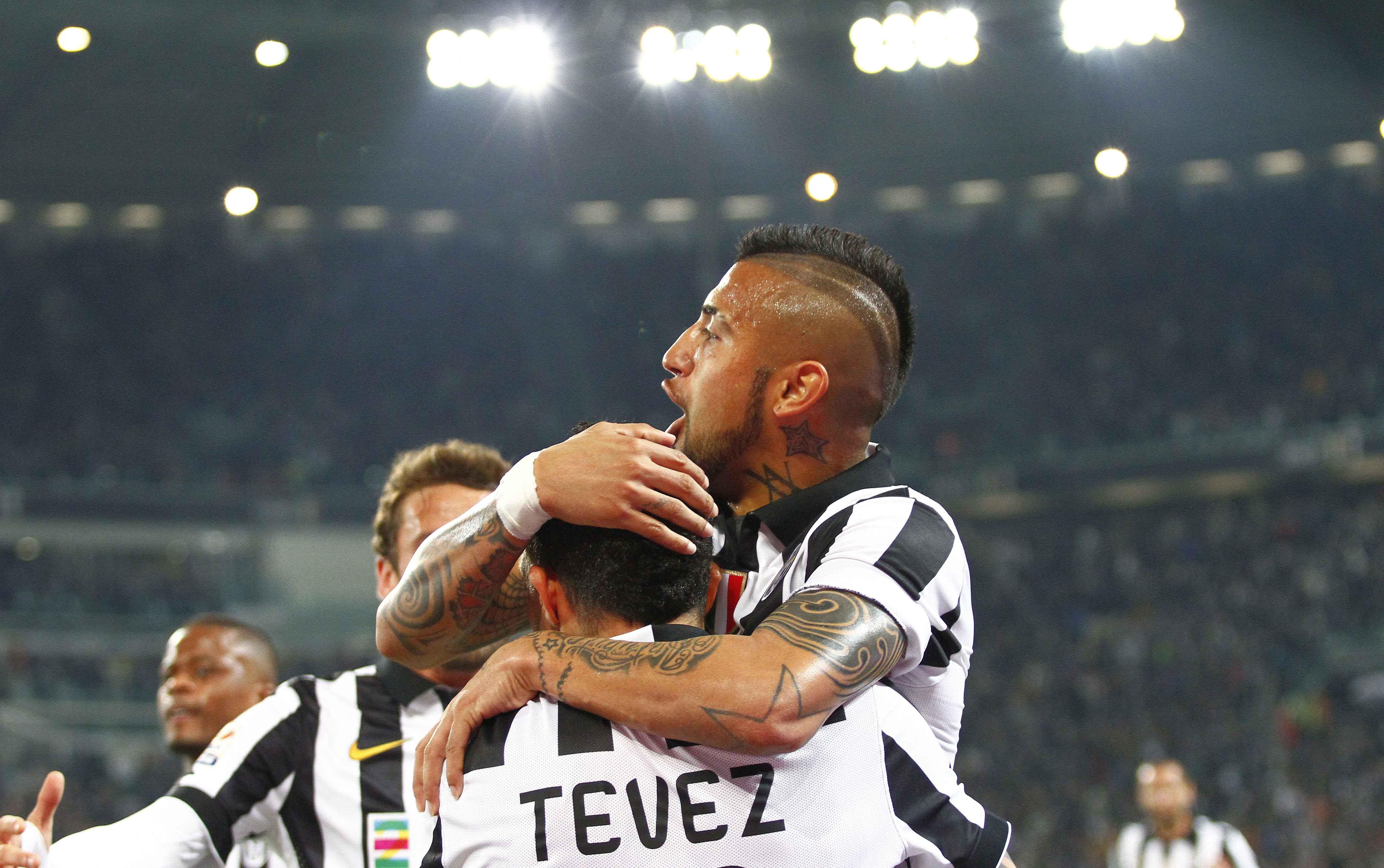 La gioia della Juventus dopo il gol di Tevez che ha aperto il successo contro la Lazio allo Juventus Stadium