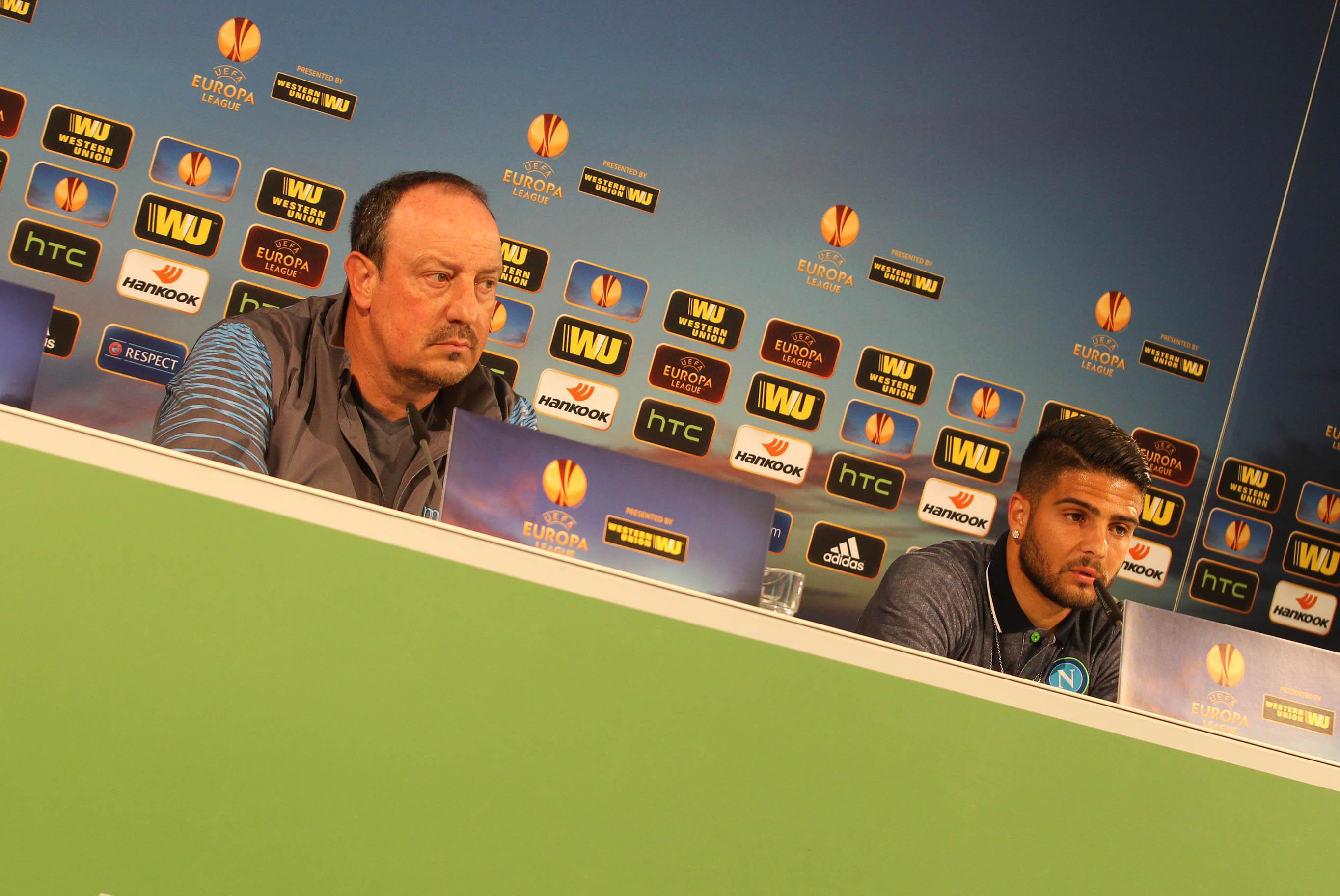 Benitez e Insigne nella conferenza stampa di vigilia dell'andata dei quarti di finale tra Wolfsburg e Napoli