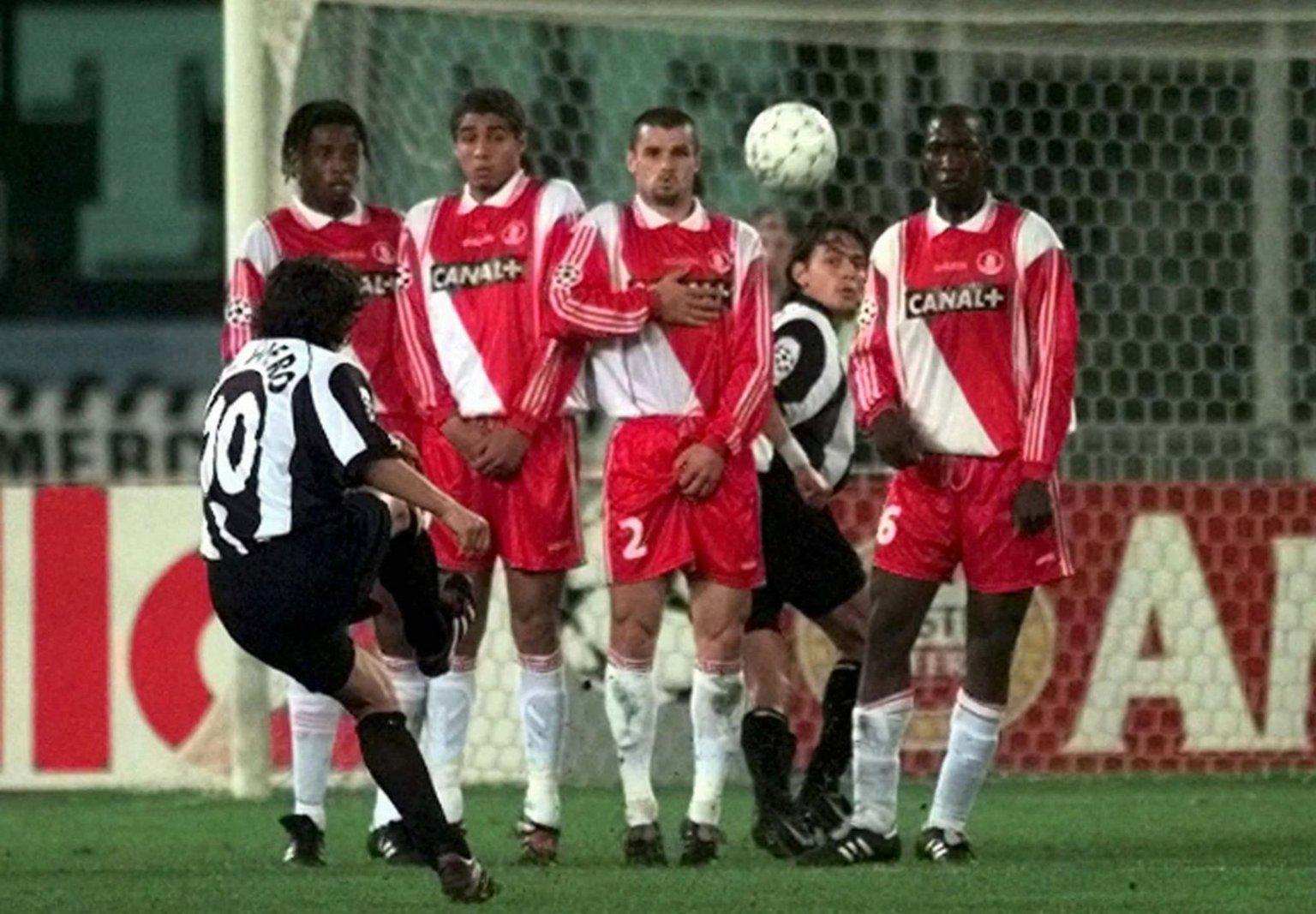Del Piero nel 1998 fu protagonista nel 4-1 della Juventus contro il Monaco. Stasera toccherà a Tevez provare ad emularlo