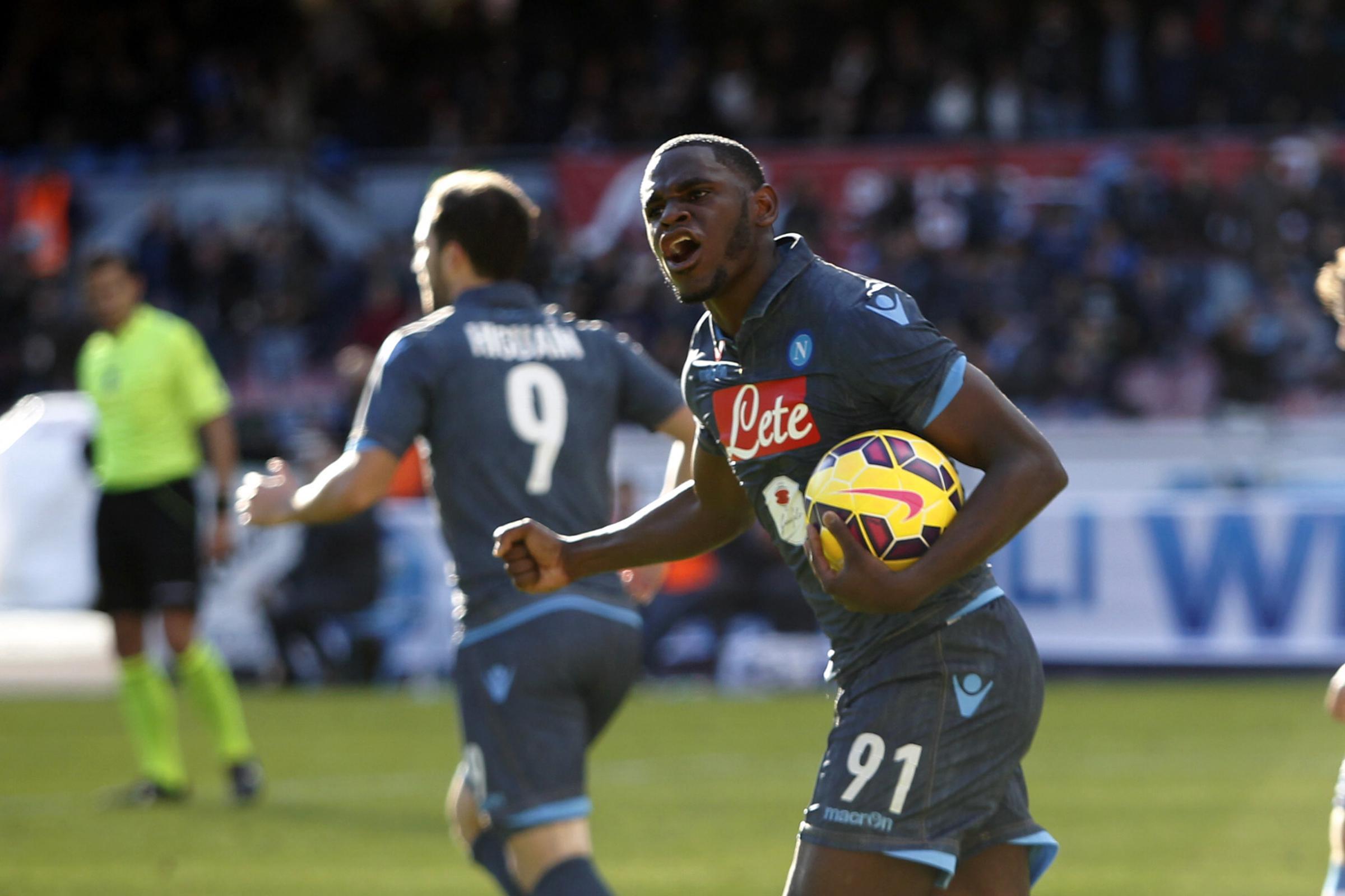 Zapata esulta dopo il gol del 2-2 dell'andata tra Napoli e Empoli