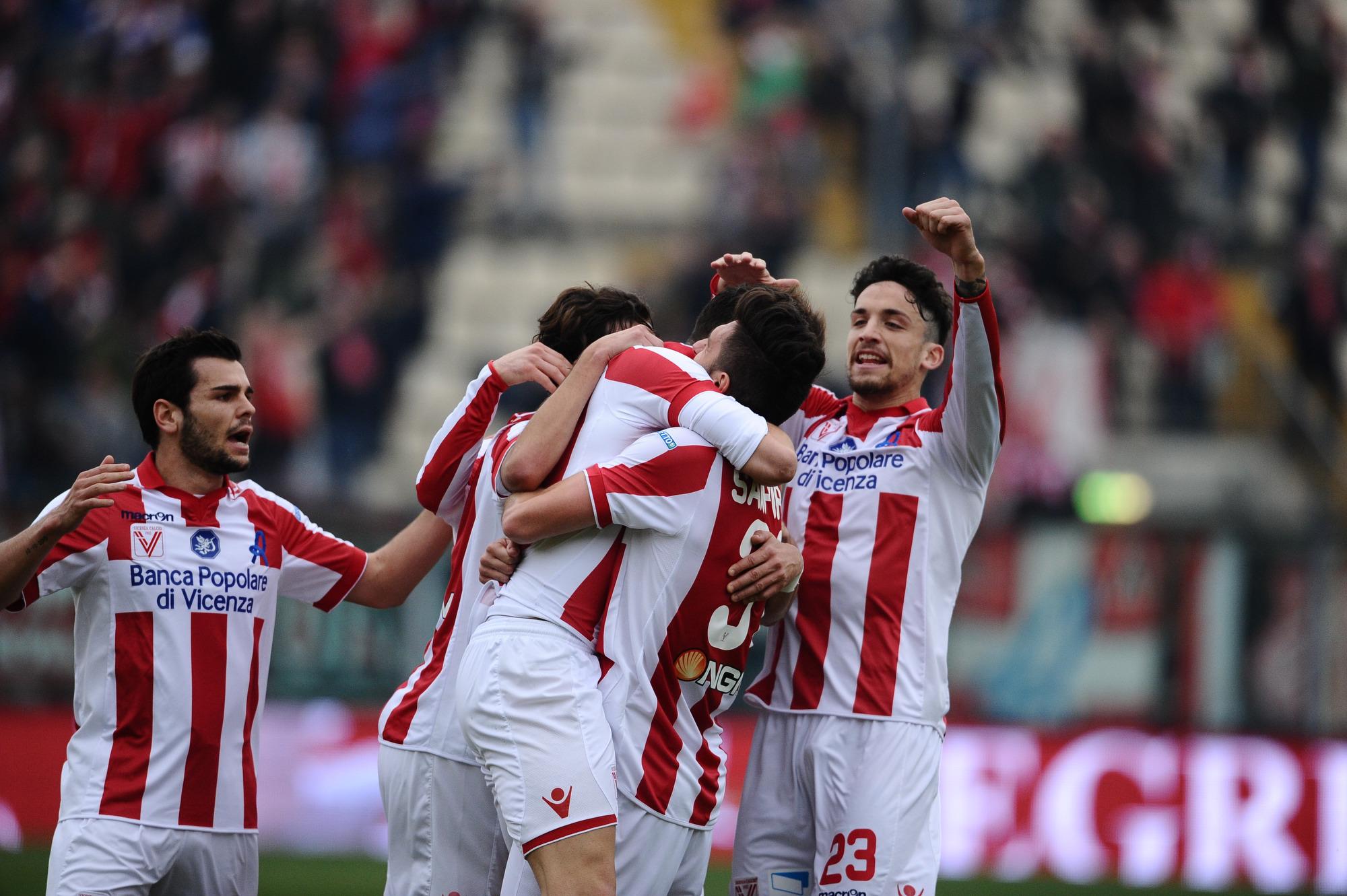 Cocco gol, il Vicenza batte l'Avellino e vola al secondo posto
