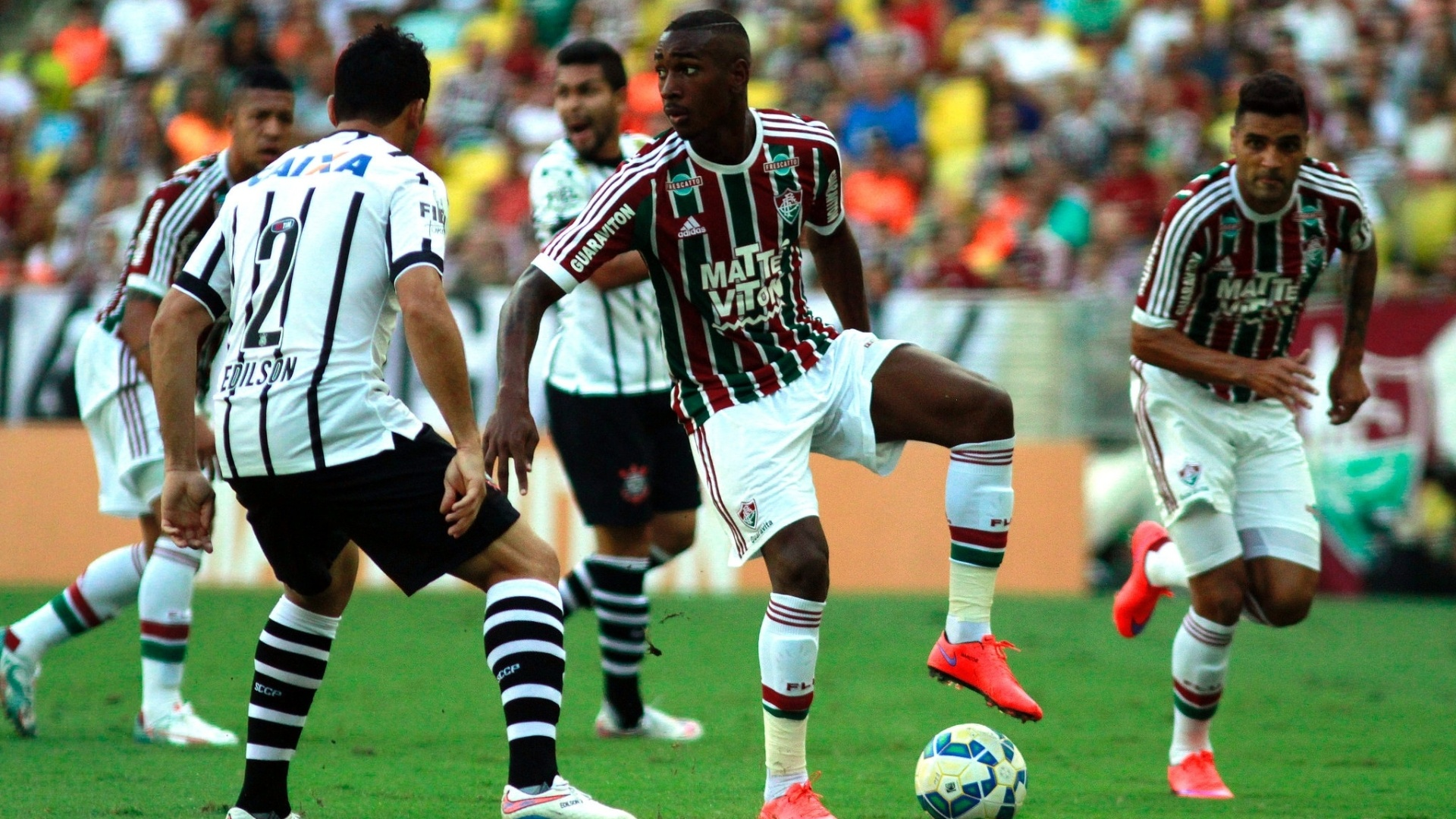 gerson-revelacao-das-categorias-de-base-do-fluminense-domina-a-bola-no-jogo-contra-o-corinthians-1432498794883_1920x1080