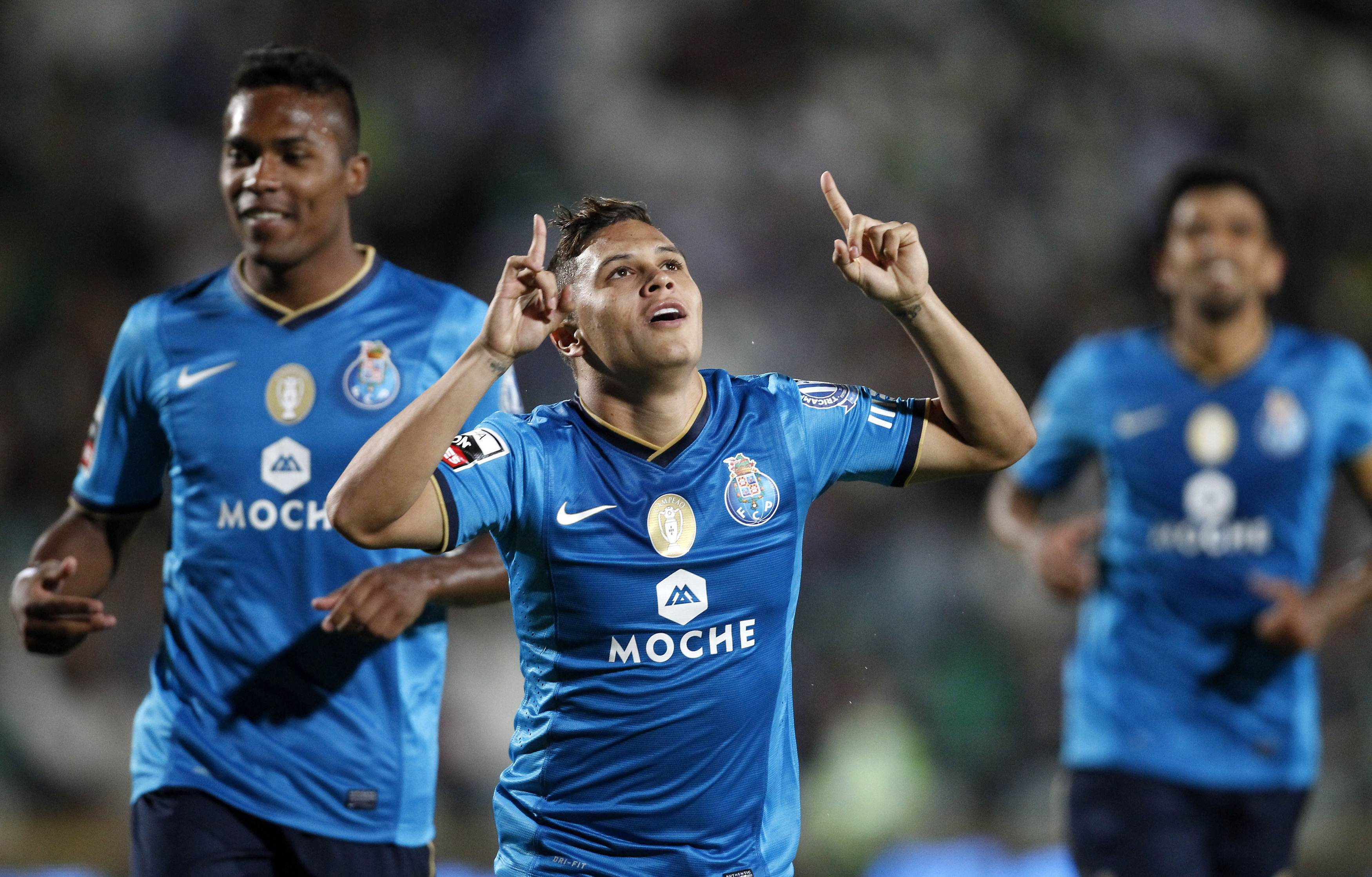 Porto's Juan Quintero celebrates his goal against Setubal near his teammates during their Portuguese Premier League soccer match at the Bonfim stadium in Setubal
