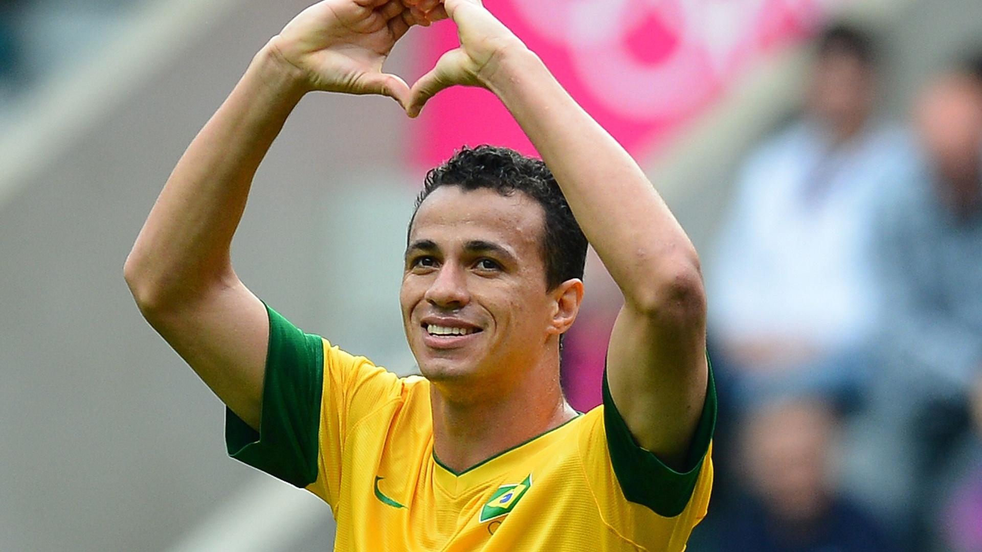 atacante-leandro-damiao-comemora-o-segundo-gol-brasileiro-contra-va-nova-zelandia-1343831102612_1920x1080