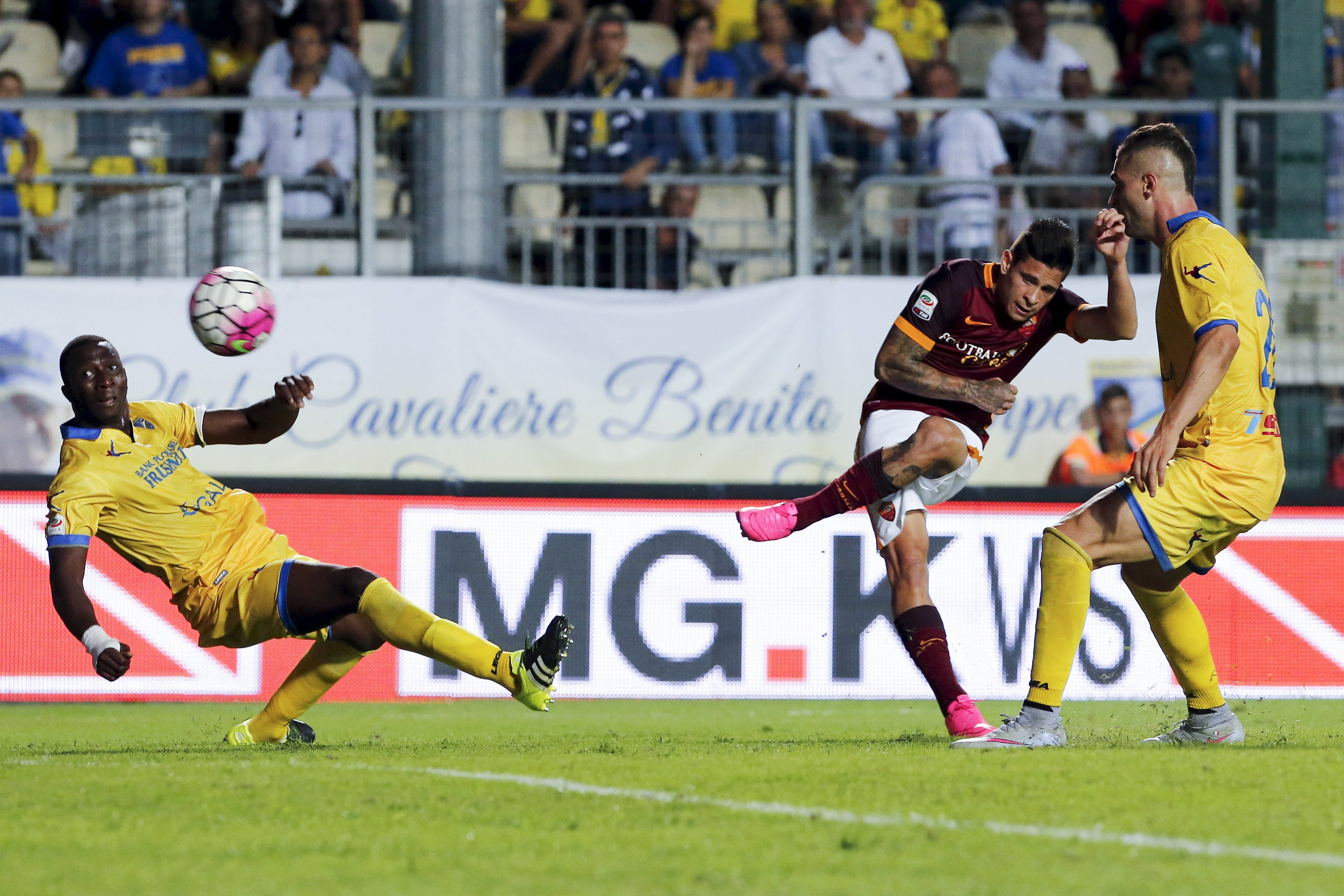 AS Roma's Iturbe scores against Frosinone during their Serie A soccer match in Frosinone