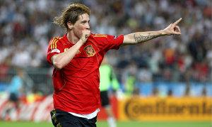 Fernando Torres mentre festeggia il gol nella finale del 2008