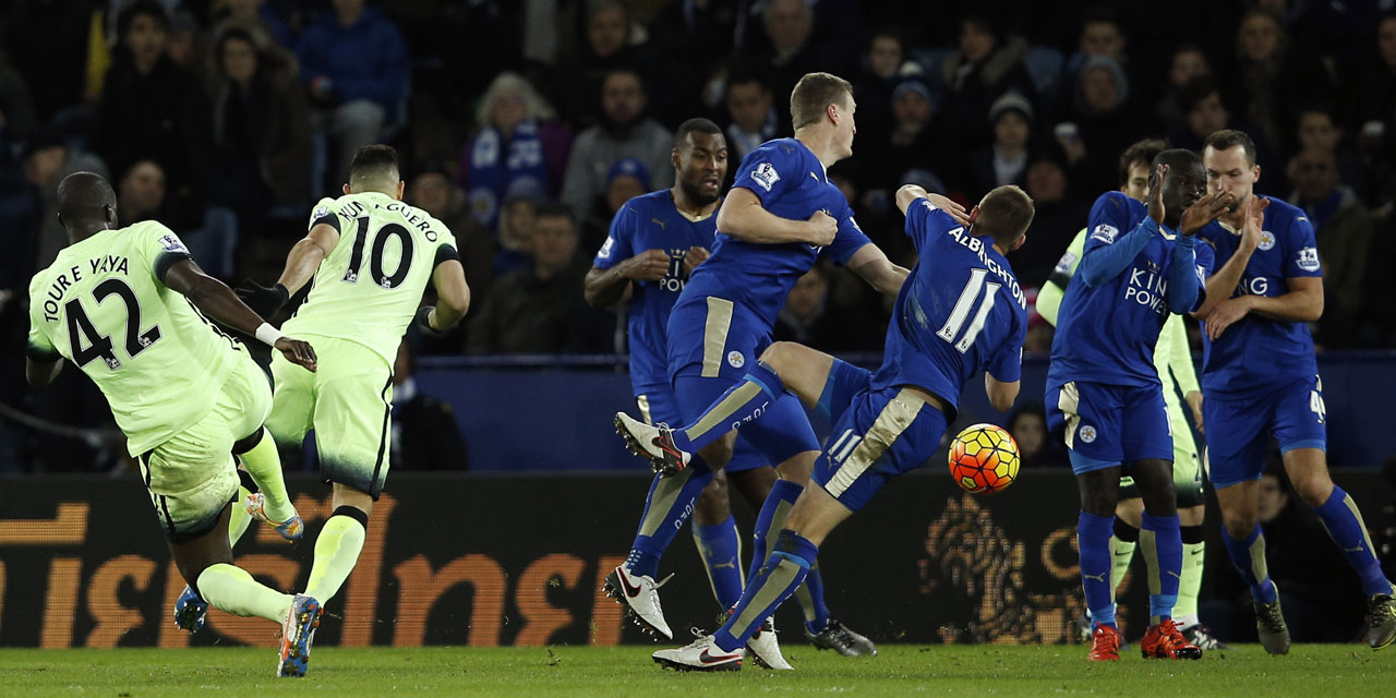 Football-Angleterre-Leicester-et-Manchester-City-s-accrochent