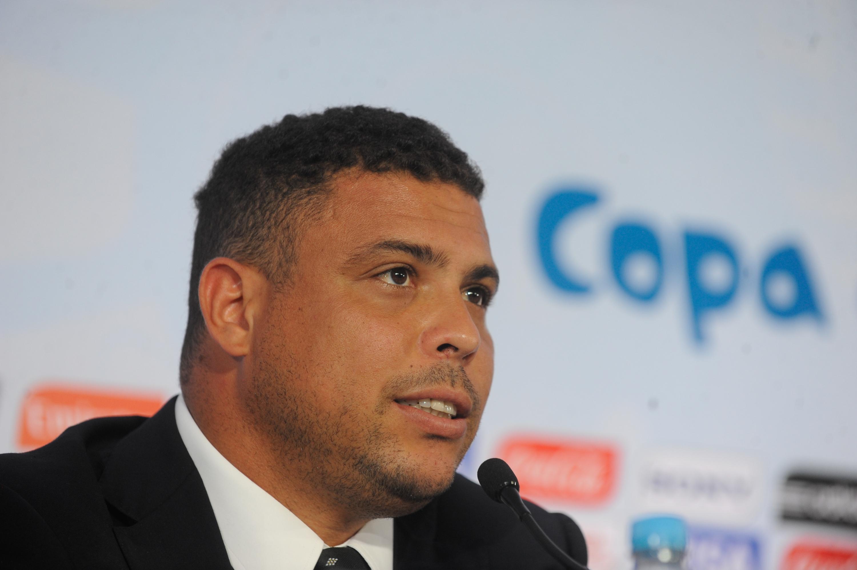 Ronaldo-Fenomemo-apoia-candidatura-de-Aecio-Neves-para-presidente-05262014_0001