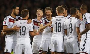 La Nazionale tedesca mentre celebra un gol