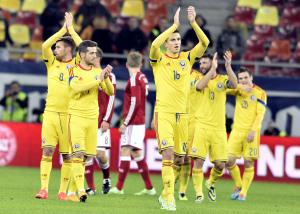 La Romania mentre ringrazia i propri tifosi