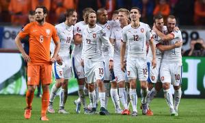 La compagine Ceca mentre celebra un gol contro l'Olanda durante le qualificazioni