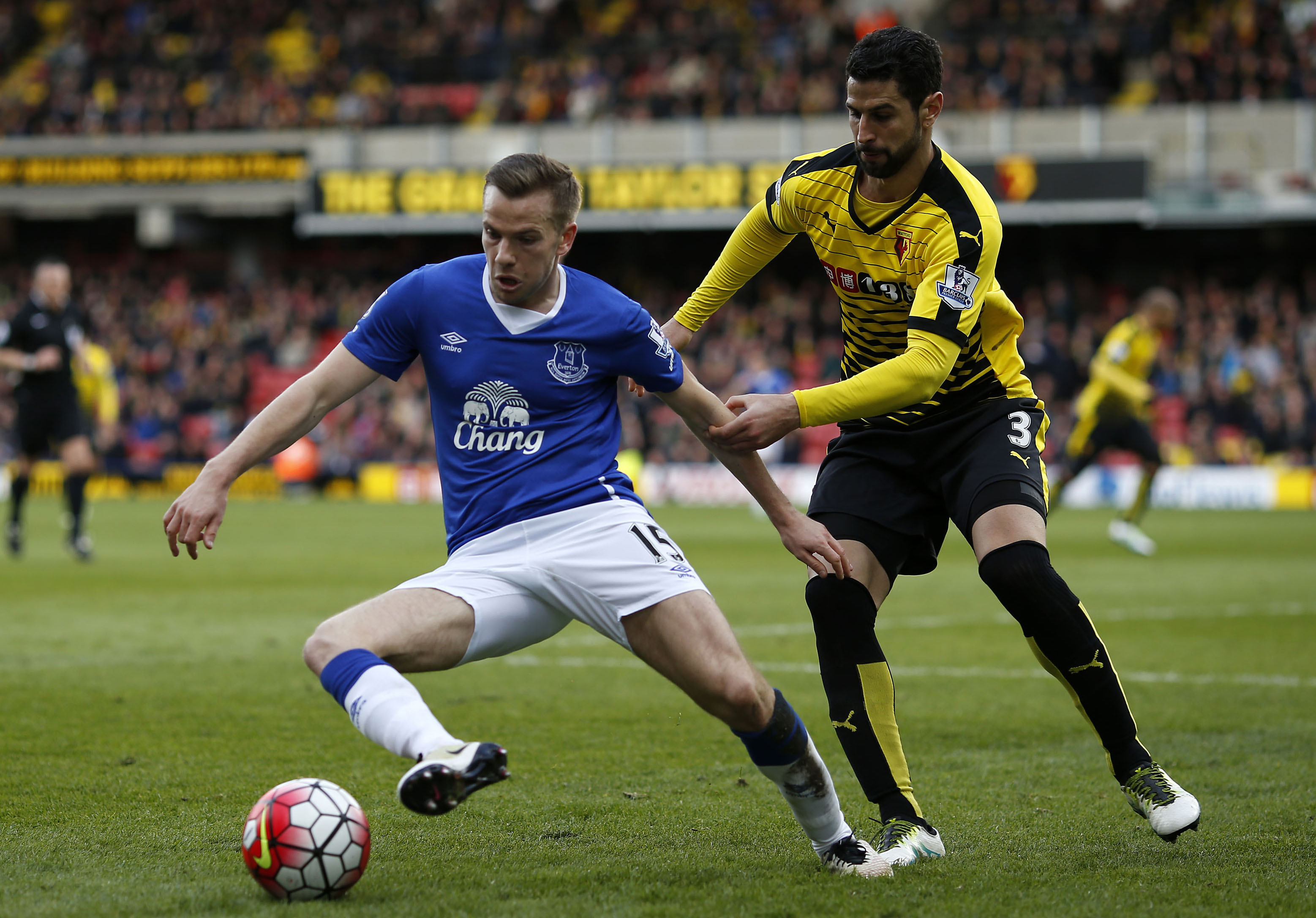 Everton-FC-Watford-English-Premier-League-Tom-Cleverley-Miguel-Angel-Britos