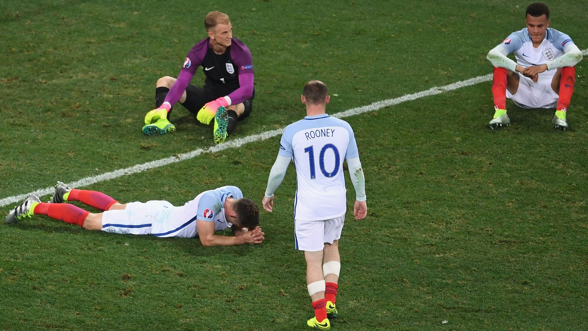 _90136069_england_players_dejected_getty