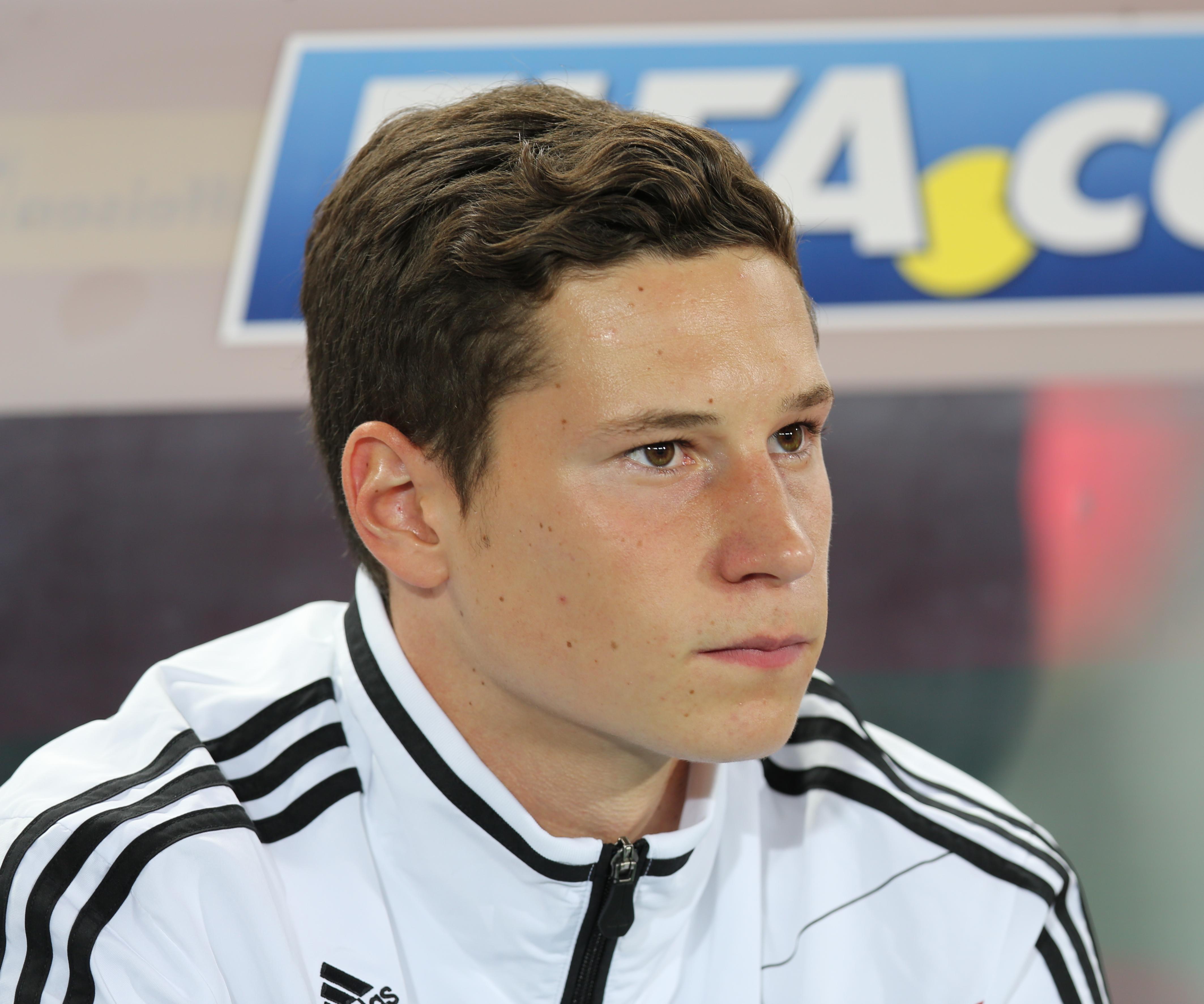 FIFA_WC-qualification_2014_-_Austria_vs._Germany_2012-09-11_-_Julian_Draxler_01
