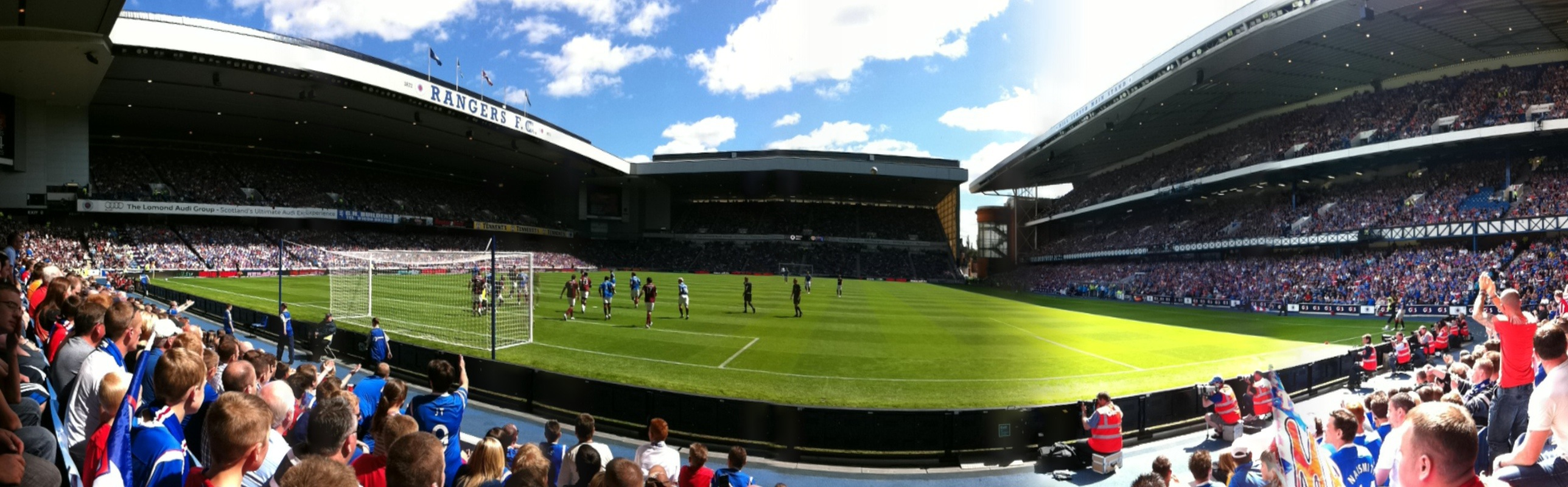Glasgow_Rangers_vs_Hearts,_Ibrox_Stadium,_23_July_2011