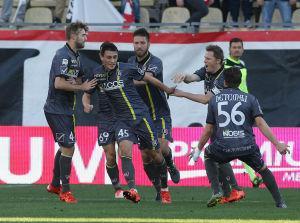 Inglese festeggiato dai compagni a seguito del gol messo a segno contro l'Udinese.