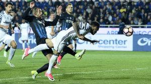 dani-alves-gol-atalanta-juventus-third-aprile-2017