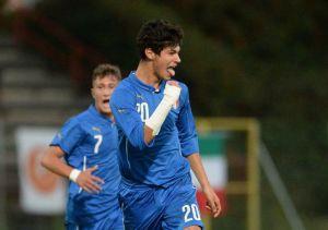 Pietro Pellegri esulta con la maglia della Nazionale Italiana Under 17.